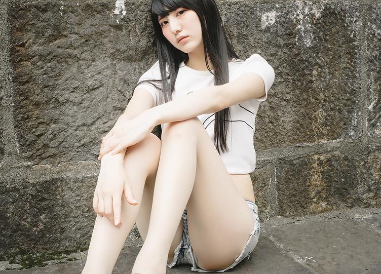 【写真】その美脚、もはや凶器! 絶世のスレンダー美女「みりっく」さん現る