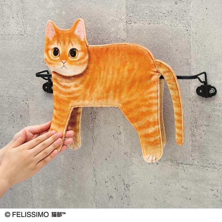 細長いところで和む猫、タオルになる フェリシモのかわいいセンス炸裂
