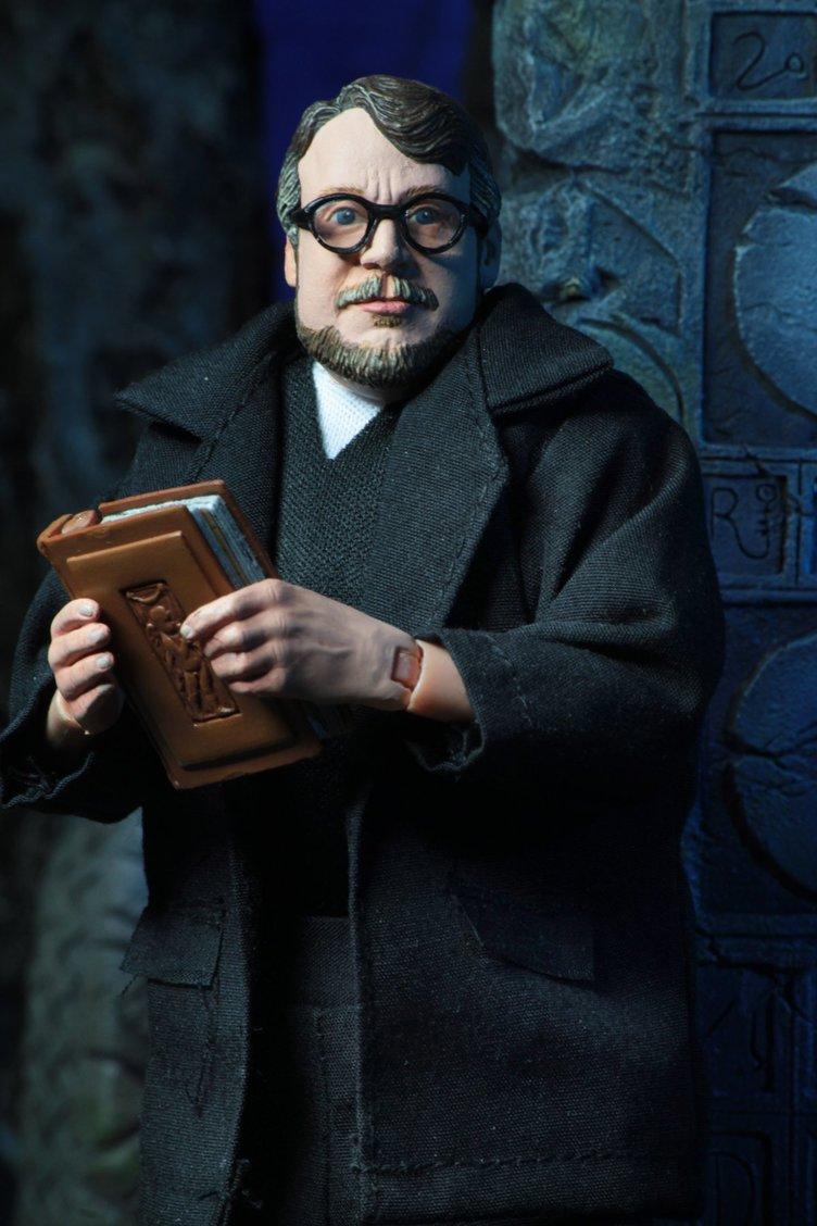『パシリム』ギレルモ・デル・トロ監督、フィギュア化される
