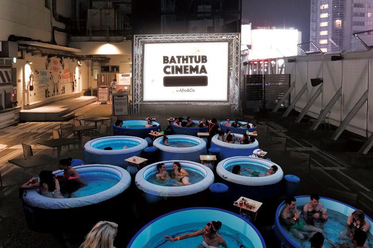 ナイトプールの次はこれ! 友達やカップルで楽しむ「BATHTUB CINEMA」日本上陸