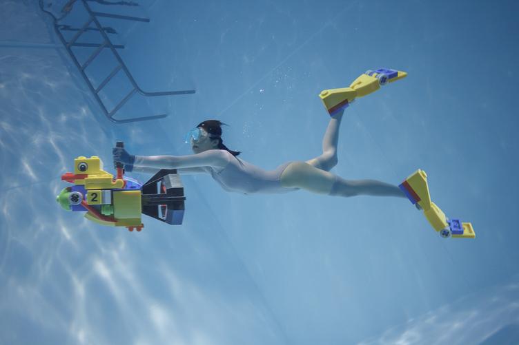 「水中ニーソ」古賀学の新作個展 菊地成孔とのトークセッションも