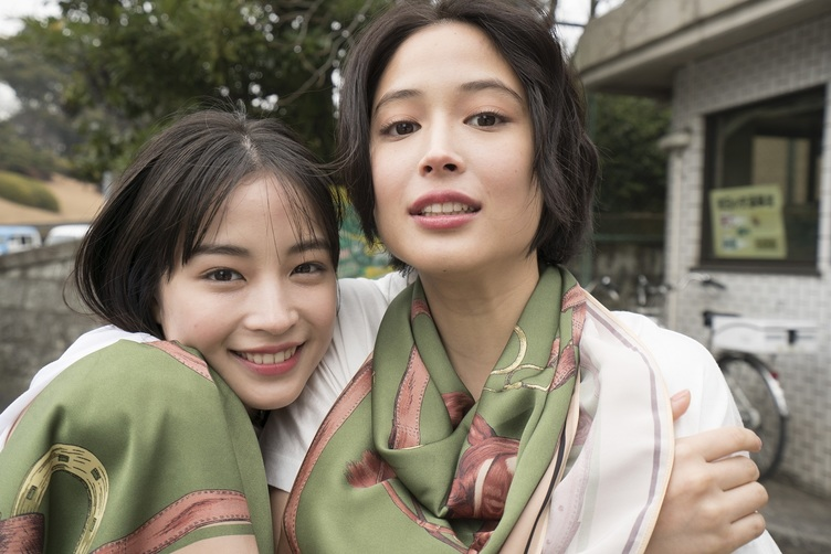 広瀬すず&アリスの写真展 日本最強の美人姉妹が銀座に降臨