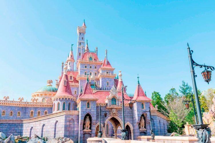 東京ディズニーランド「美女と野獣の城」誕生 延期を経て9月28日オープンへ