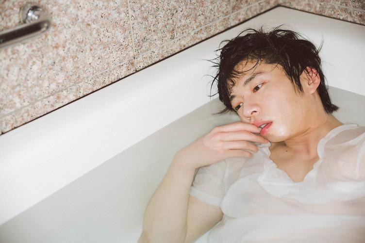 『おっさんずラブ』大反響! 田中圭、2年前の写真集が重版される