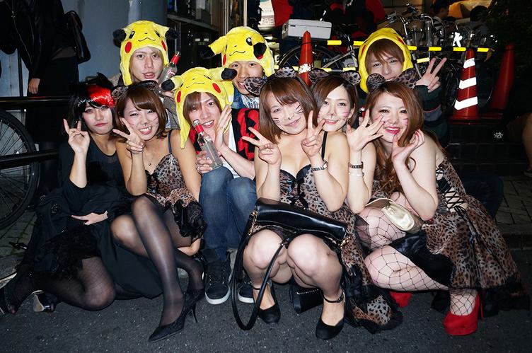 【写真】狂乱を取り戻した渋谷のハロウィン セクシーな仮装ギャルで溢れる