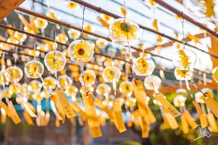 太陽でキラキラ、向日葵の夏風鈴「ノスタルジックが夏の魅力」
