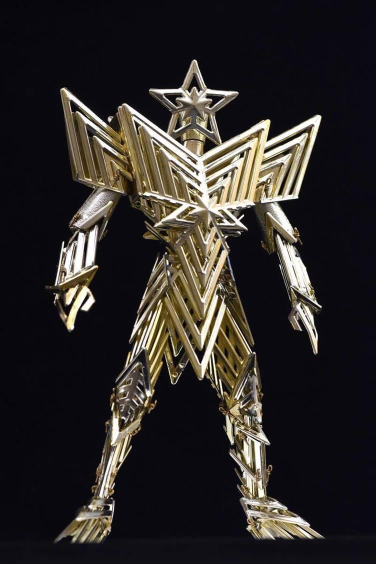 我、聖夜からの使者ナリ…クリスマスの星飾りでつくったロボットが今にも降臨しそう