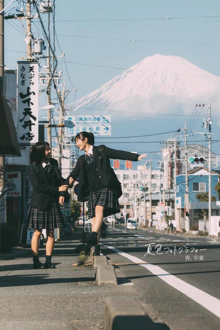 """田舎の女子高生が「日本一」映える理由 写真家うちだしんのすけが語る""""儚さ"""""""