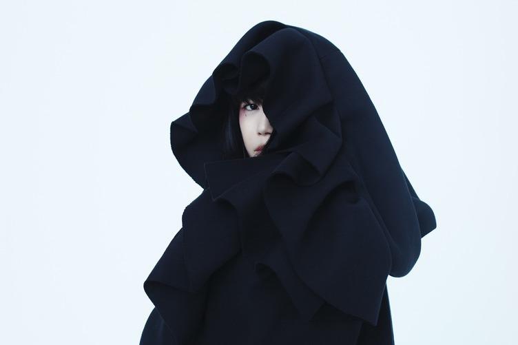 やくしまるえつこ衣装展 3人のデザイナーとつくる唯一無二の世界観