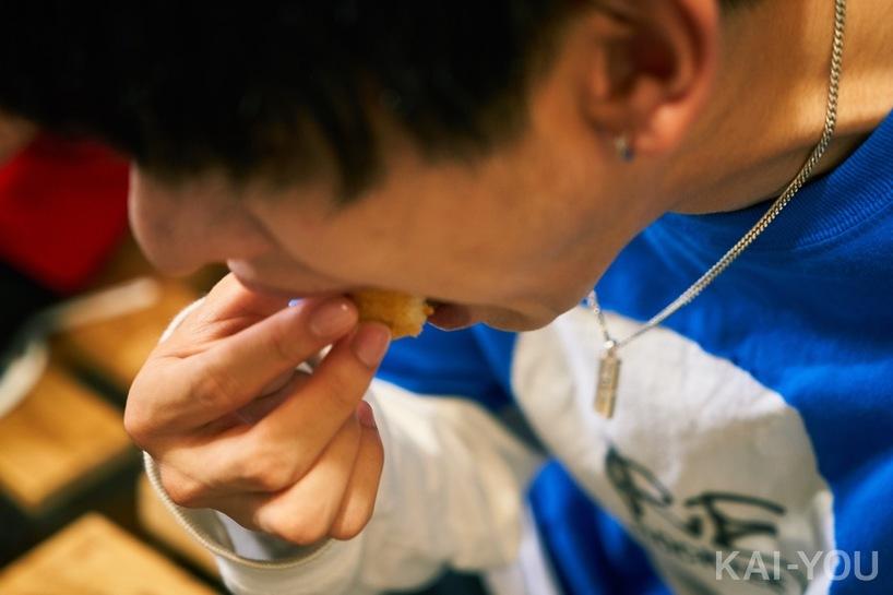 さなり/カナッペを食べる