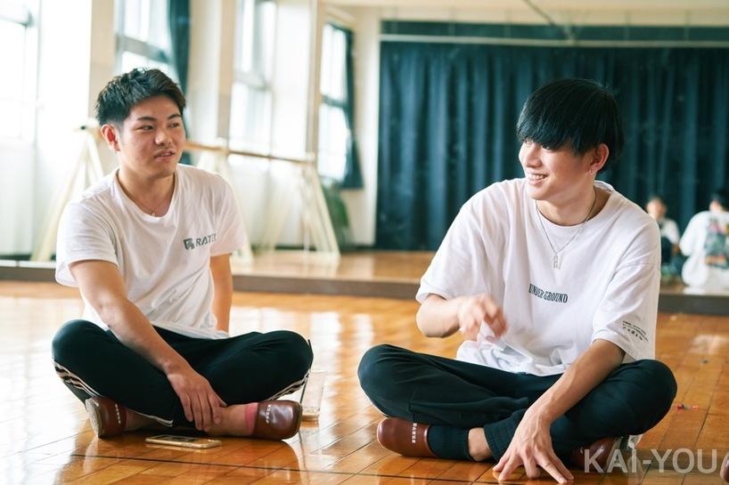 吉村信平(左)さなり(右)/東筑紫学園高校にて