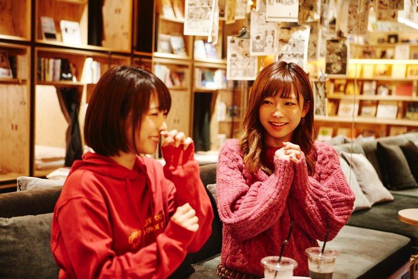 戸田真琴さん(左)と紗倉まなさん(右)