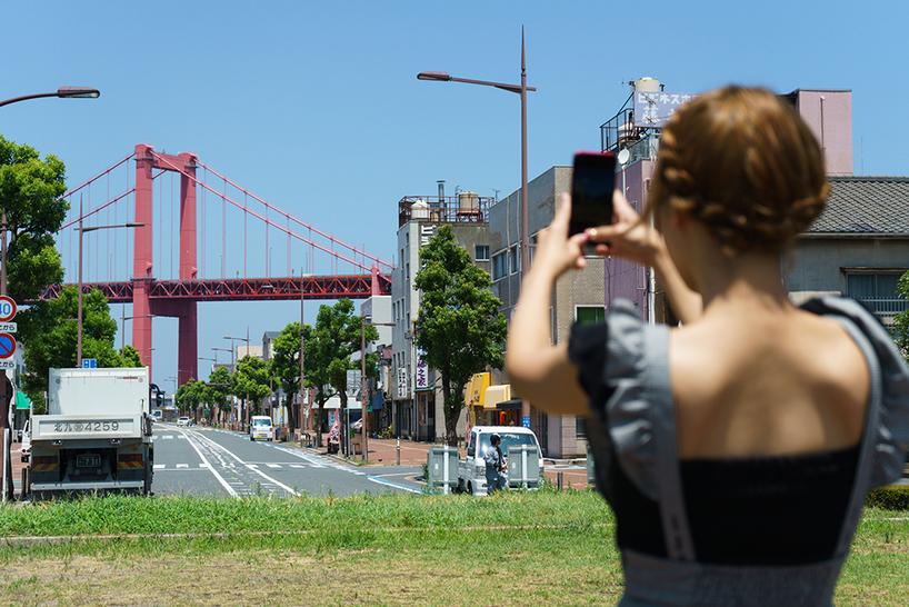 若戸大橋を撮影する藤田さん