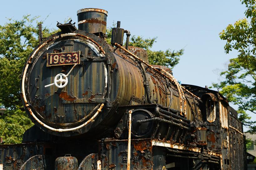 筑豊で産出された石炭を若松港まで輸送することを目的に、九州で二番目の鉄道が敷設されたのがかつての「若松操車場」。跡地には当時のSLがそのまま展示されている