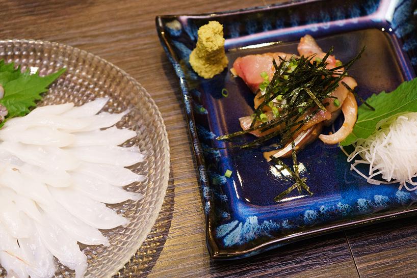 下川さんの幼馴染が経営する居酒屋『日和』にて。北九州市の新鮮な海産物、特にごま油と塩でいただく関門海峡のたこは絶品だ